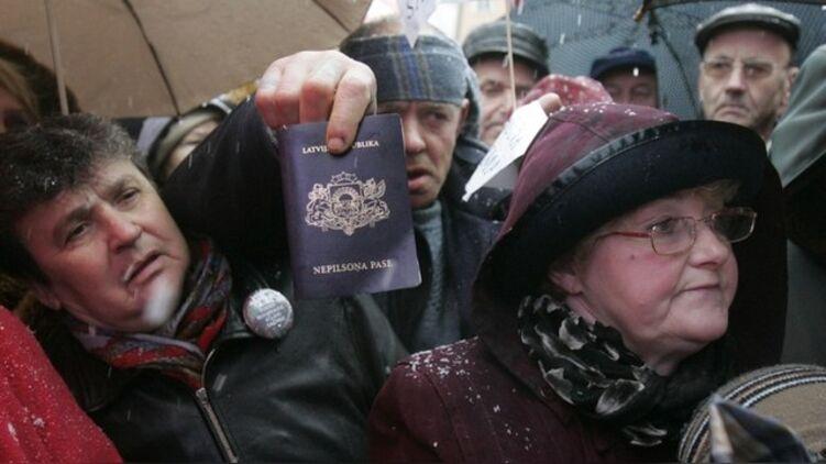 Протест неграждан в Латвии. Фото: кадр RT
